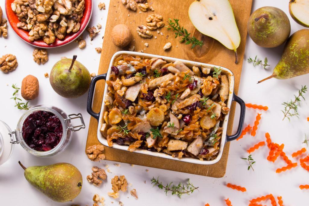 Zapiekanka z makaronem zczerwonej soczewicy zfiletem z indyka w sosie zgorgonzoli i mozzarelli